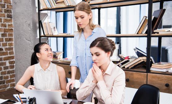 职场菜鸟必学的社交礼仪 这些行为会让你被职场边缘化