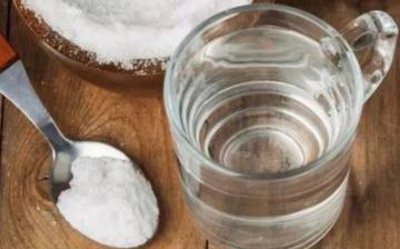 【盐水】盐水洗脸有什么功效_食用盐水作用_盐水有消炎的作用吗