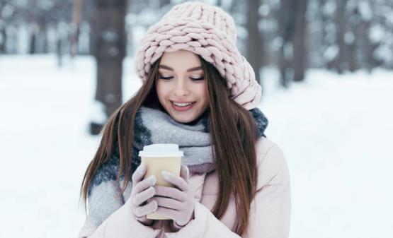 冬季穿衣不是越多越好 冬季养生要保三暖防烫伤