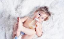 宝宝无缘无故总爱发脾气 不同年龄段对症下药