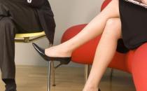 常跷二郎腿危害多 改掉坏习惯可以有效纠正腿型