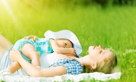 宝宝晒太阳的好处 促进宝宝新陈代谢和生长发育