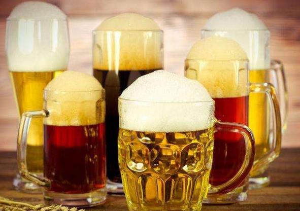 啤酒的15条生活妙招 妙用啤酒擦玻璃、洗刷锅底、浇花、洗衣、做饭