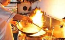 厨房的油烟给身体健康带来大的隐患 减少厨房油烟通风工作要做好