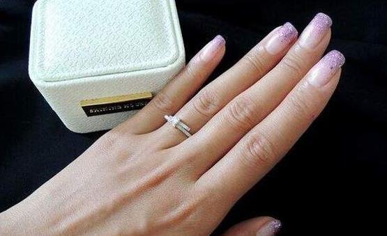 戒指太紧戴在手上取不下来 戒指久取不下的懒人妙招