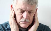 预防老年人幻听按摩耳朵 常揉揉耳朵更能健康长寿