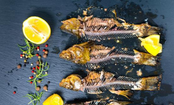 传统处理鱼刺的方法危害大 鱼刺卡喉咙的正确处理方法分享