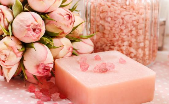 香皂的日常小妙用 用香皂洗脸的注意事项