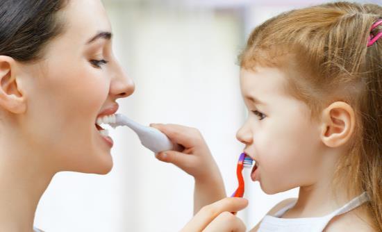 日常牙刷要经常更换 被淘汰的旧牙刷妙用多多