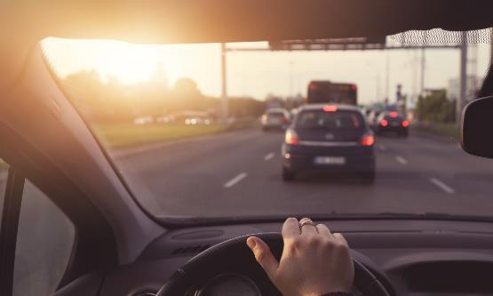 汽车前挡风玻璃贴膜有什么用 汽车挡风玻璃怎样科学保养