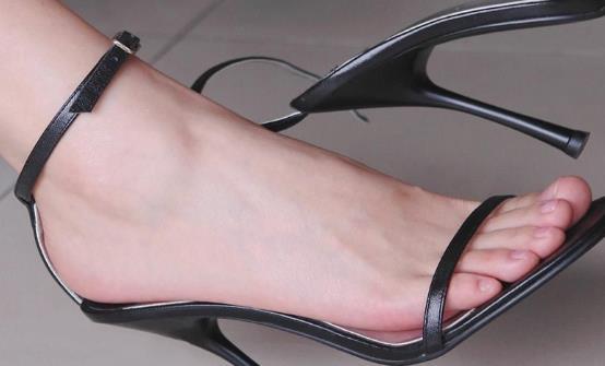突发性脚臭的原因 预防脚臭少吃辛辣的食物控制情绪