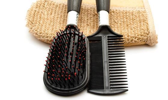 梳子的妙用 梳子梳不同的地方功效不同