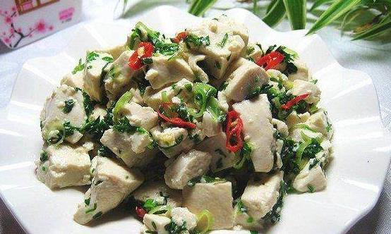 常吃荠菜的8大好处 清爽炒荠菜平肝清热降压去脂