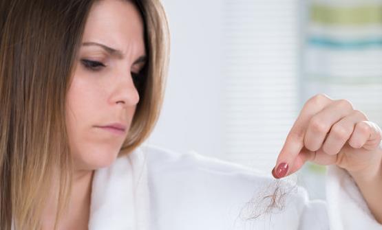 了解女性脱发的原因对症下药 养护头发吃鸡蛋很不错