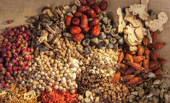 痛风患者必须坚持的饮食原则 推荐治疗痛风的中药方
