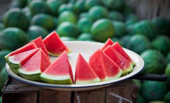 夏日吃西瓜的好处 夏季吃西瓜的禁忌人群