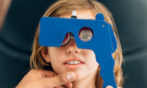 孩子得了近视不要急于配眼镜 有效预防儿童近视学会用眼卫生