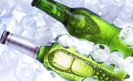 滥喝啤酒的危害不可小觑 夏天喝啤酒需要注意的事项