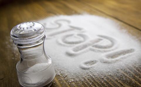 长期大量吃盐影响健康 怎样合理使用食用盐呢?