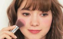 腮红能当眼影有害吗 化妆为什么要涂腮红